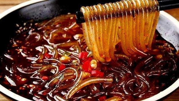 自制酸辣粉,红薯粉爽滑的口感把酸辣一起带入胃中,太好吃了