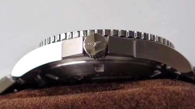 浪琴康卡斯,万元级最具性价比的潜水腕表!