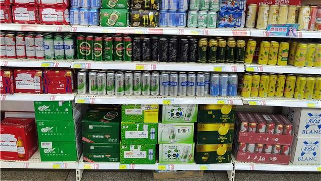 啤酒为什么分瓶装和罐装?真不是为了好看,4个功能性区别