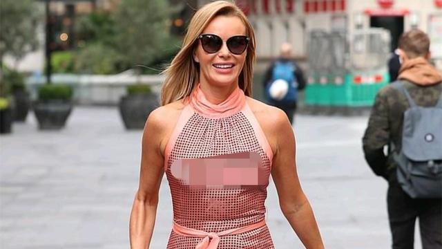 阿曼达·霍尔顿穿着真丝粉色圆点长连衣裙,成功引起了人们的注意