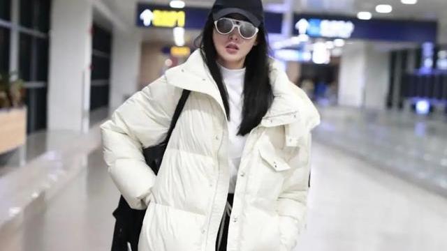 """冬季穿羽绒服最怕显胖,试试这四个""""年轻款"""",有气质还减龄显瘦"""
