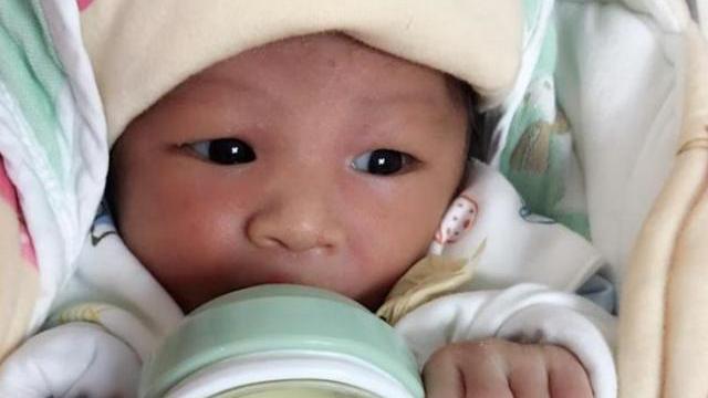 母乳喂养和奶粉喂养的新生儿,长大后差距明显,家长要多注意