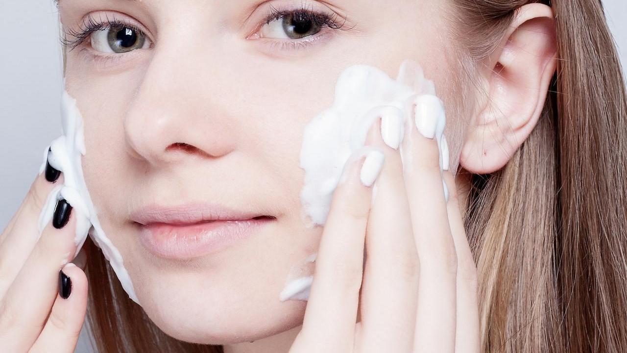 混合性皮肤用什么洗面奶 混合性皮肤怎么护理才好