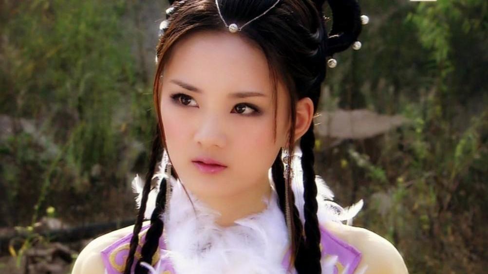 """一出道就演女主,黄圣依言承旭为她做配,35岁沦落成""""柜姐""""?"""