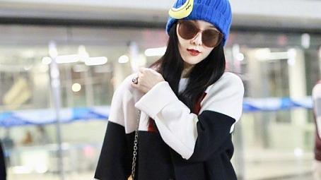 范冰冰的穿搭一般人模仿不来,穿超长款黑白格子大衣好霸气
