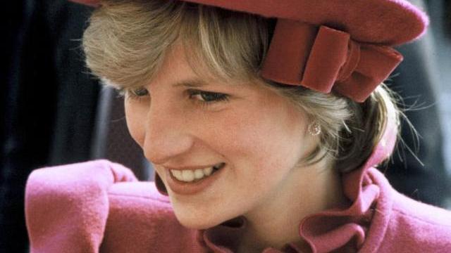 戴安娜王妃,不丢失优雅与气质孕妇装,给准妈妈带来新的时尚灵感