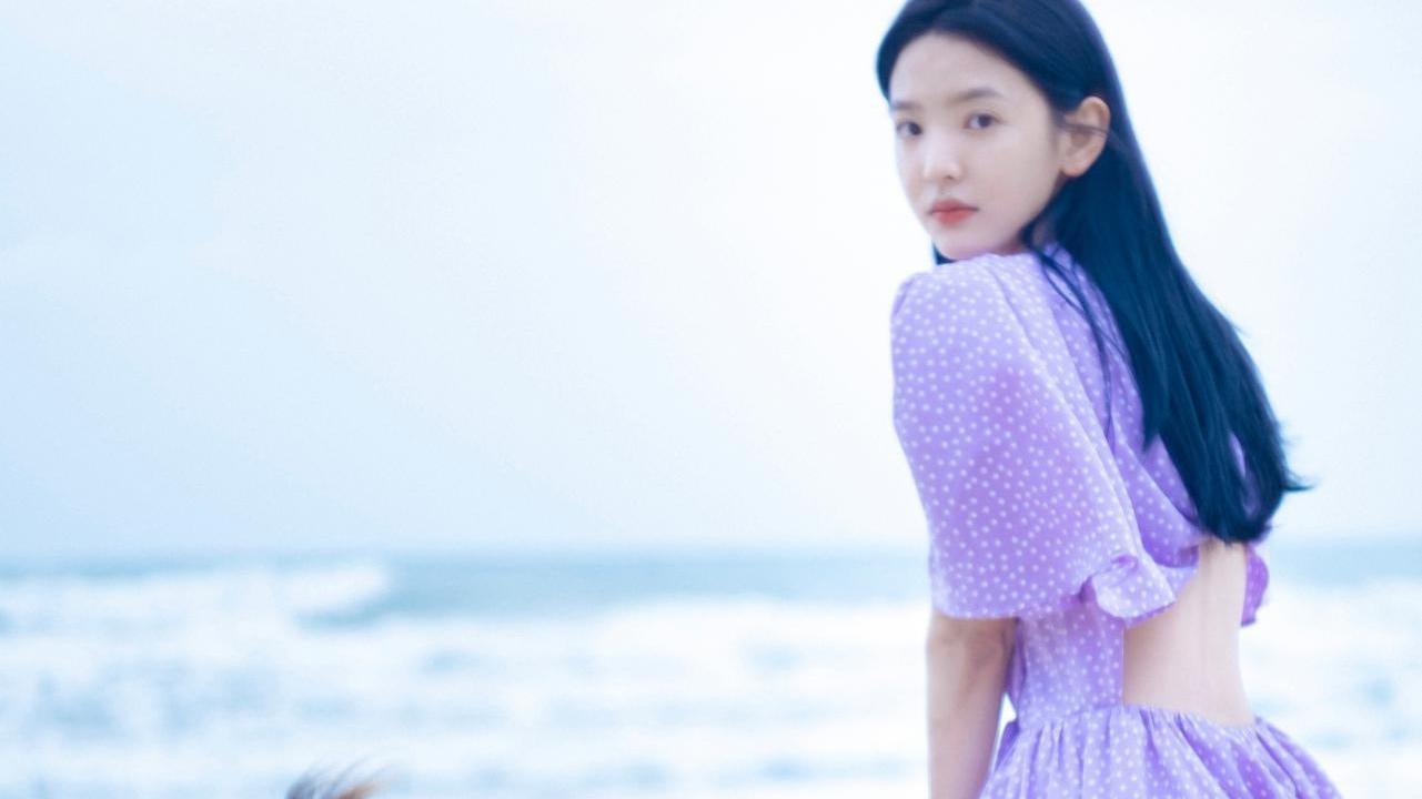 章若楠生日写真太靓了!穿紫色波点露背长裙,绽放秋日极致浪漫