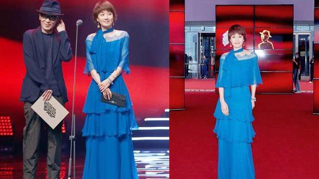 44岁马伊琍美翻全场!穿蓝色雪纺长裙秀干瘦身材,气质优雅又大方