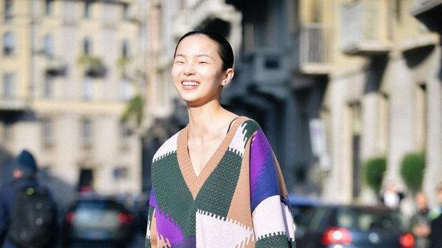 """米兰时尚周众模争艳,国模""""小文具""""化身精灵,宅家云学潮流穿搭"""
