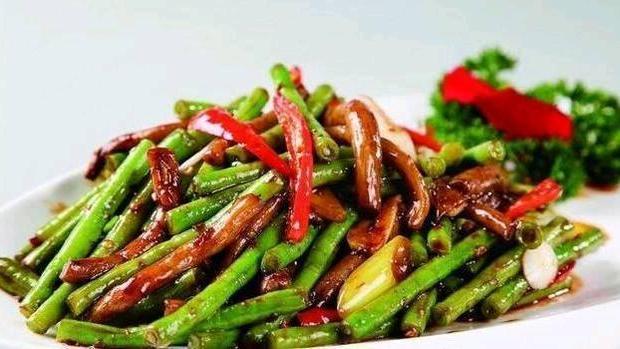 精选美食:茶树菇炒豆角、茴香呛卤花生、糖醋三文鱼、青椒番茄炒