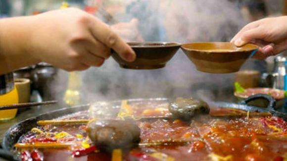 北京涮肉比不过重庆火锅呀,现在的消费水平,自然重庆火锅受欢迎
