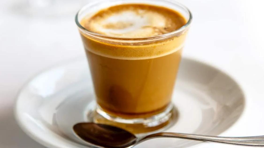 西欧的饮料不光有卡布奇诺,还有其他各种口味的咖啡和饮品,历史悠久很有特点