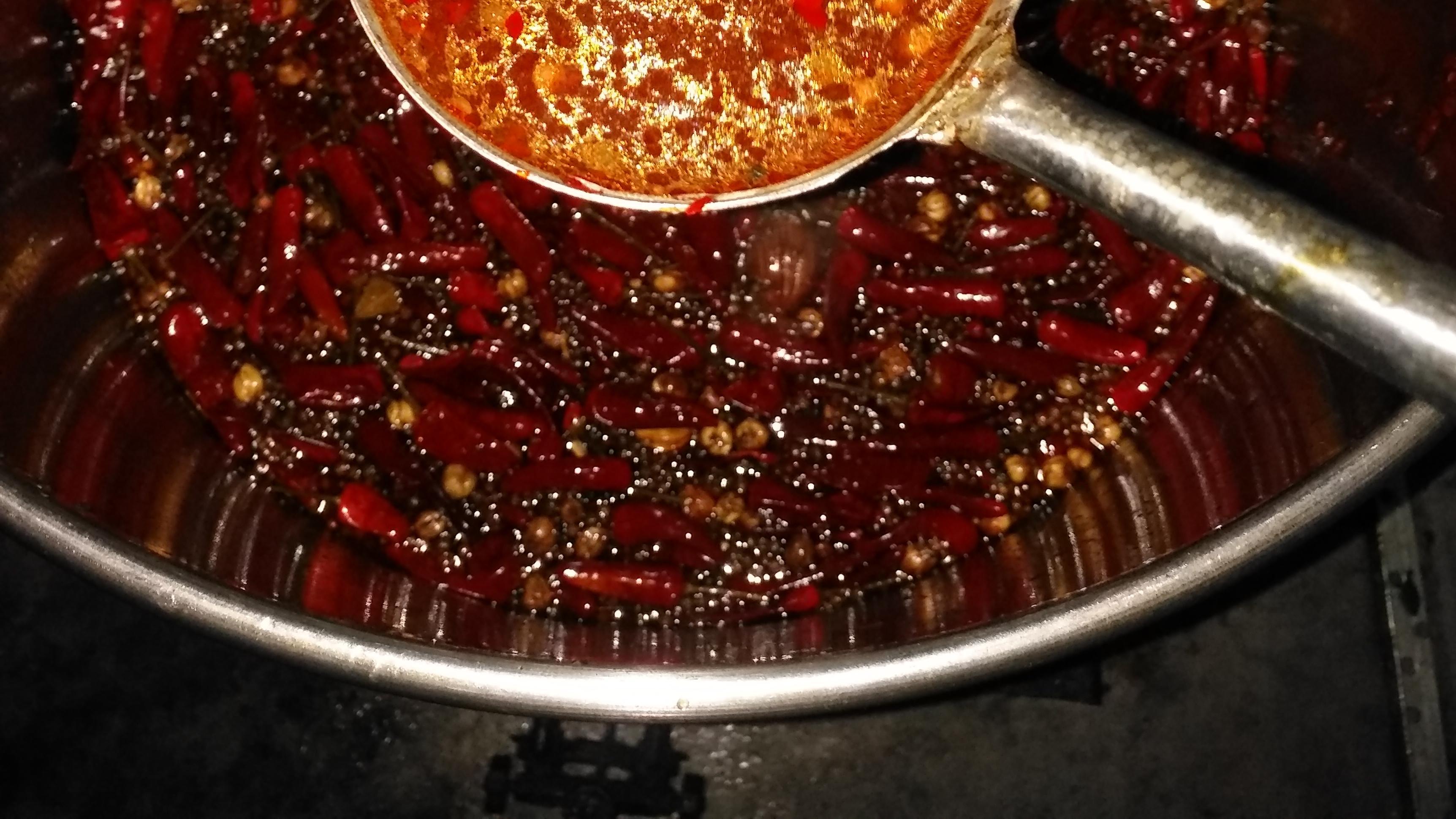 卤水、酱汤中是否要加入葱油、植物油、香料油、动物油等问题的探讨