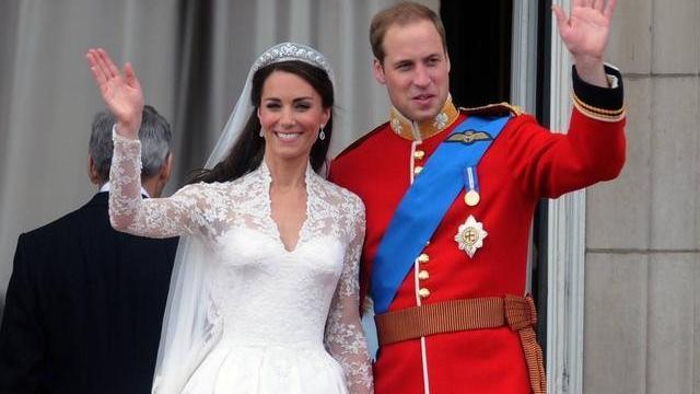 凯特王妃有心机,将黑丝长裙错穿成连衣裙,成功吸引王子注意!