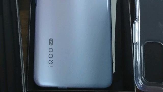 推荐一款1500左右的手机,性价比较高。