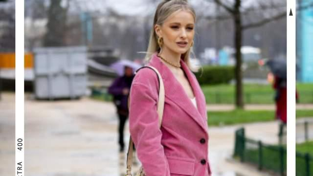 管它流行什么颜色,学会粉色外套的穿搭秘诀,你也能当时髦精