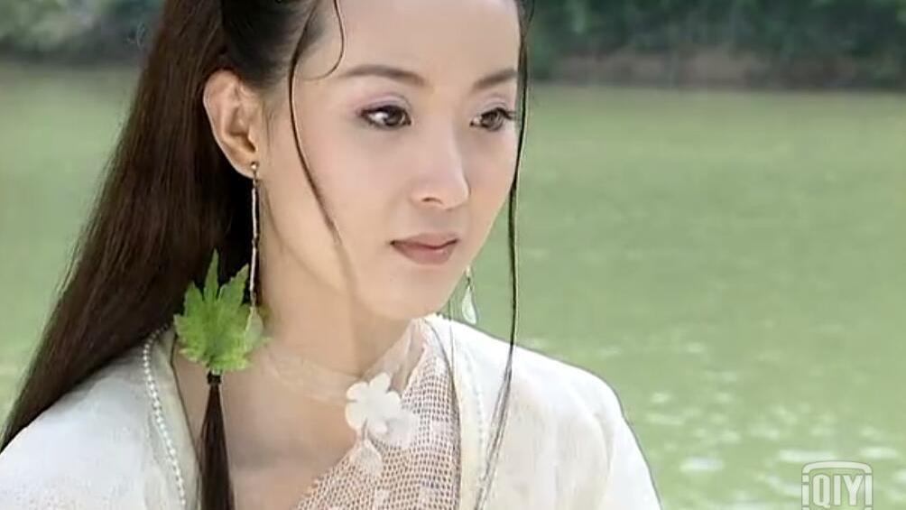 以前的发型真用心,连一缕发束都要装饰!白飞飞的枫叶头饰最惊艳