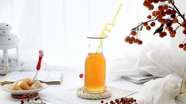 入冬煮一锅梨汤,酸甜可口,口感不比饮料差,孩子爱喝妈妈更爱做