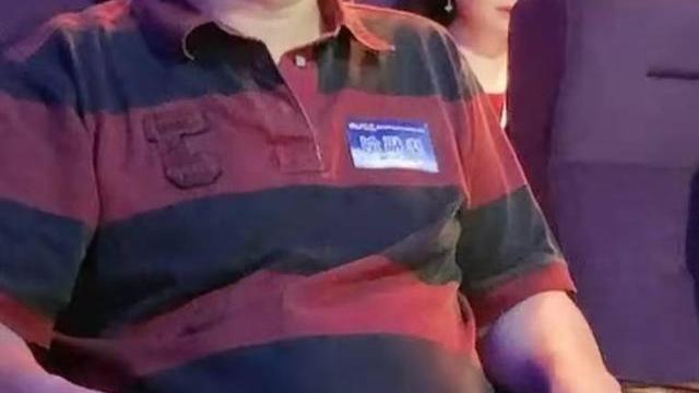 61岁毕福剑露面容光焕发!穿卫衣时尚减龄,中分短发像精神小伙