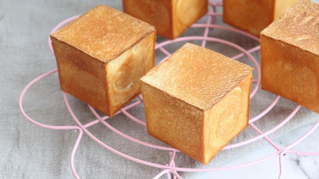 迷你好玩的炼乳小方的详细做法,奶香浓郁,可爱小巧,你喜欢吗?