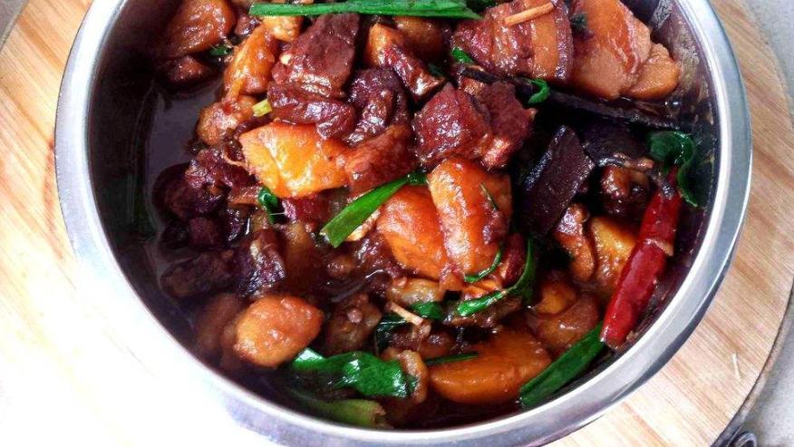 土豆是非常很好搭配的食材,特别的常见,但味道却美味无比!