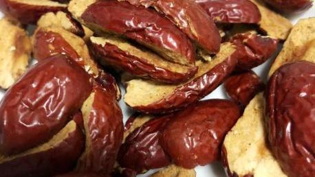 红枣核桃糕,枣香浓郁绵软不粘牙,比阿胶糕好吃实惠,女人可常吃