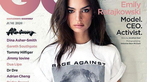 时尚扫街·英国超模艾米丽·拉塔科夫斯基,穿T恤展示好身材
