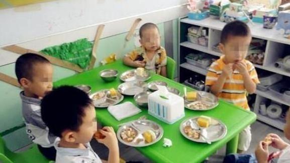 幼儿园伙食费一天13元,孩子都能吃到啥?看到食谱,真香