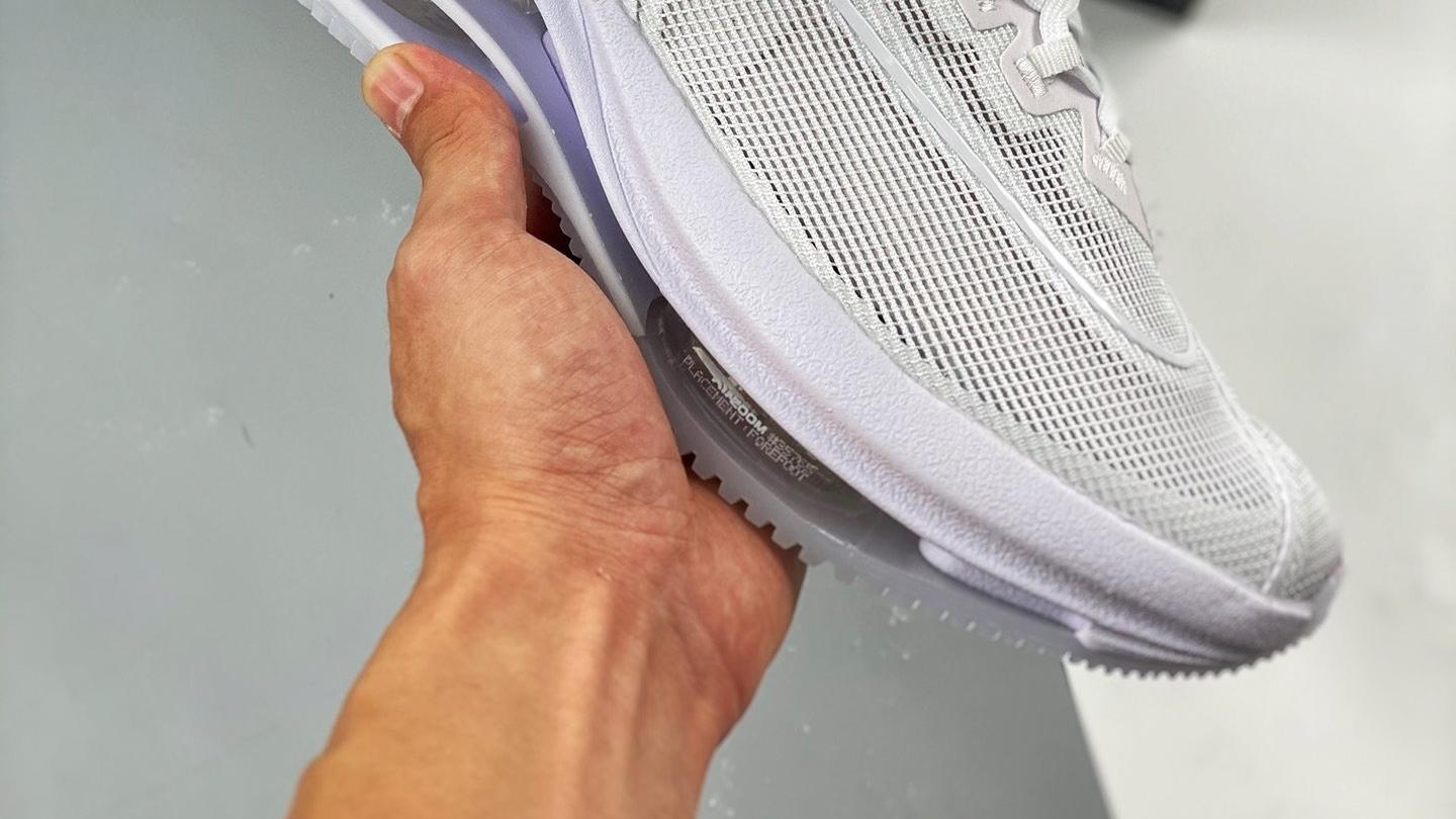 NIKE Air Zoom Double stacked 马拉松 纯白