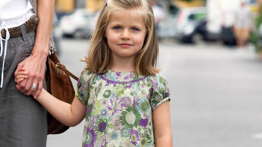爱穿花裙的莱昂诺尔公主 甜美秀丽优雅大气