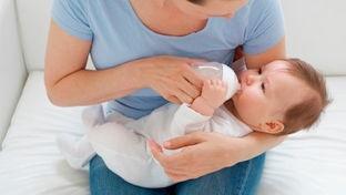 吃奶粉婴儿有3个表现,暗示奶粉质量高,为了宝宝好,不要轻易换