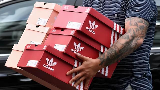79元T恤、99元鞋,库存压顶的阿迪耐克,正在中国大甩卖
