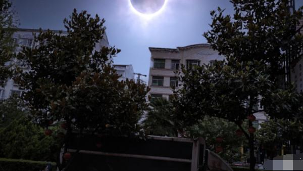 特摄粉眼中的日食是什么?奥粉眼中是欧布圆环,铠甲勇士粉是刑天诞生!