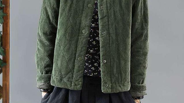 """裙子该收了,今年流行的""""夹棉外套"""",温暖时髦,轻松美出时尚感"""