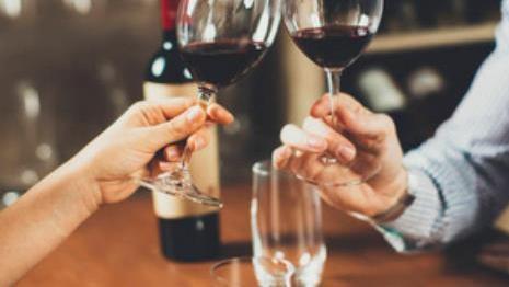为什么红酒只倒3分之1杯?原来这么多讲究,网友:涨知识了!