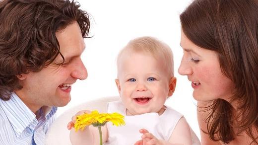 如何让小宝宝更快的接受奶瓶?孩子喝母乳转变到喝奶粉