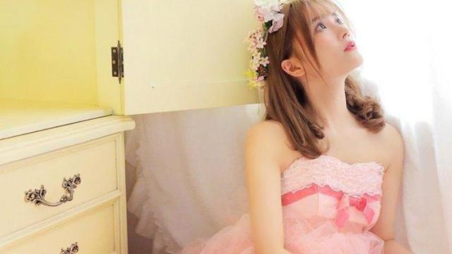 这身粉色系婚纱,怕是满足了所有男孩子对爱情的幻想吧!