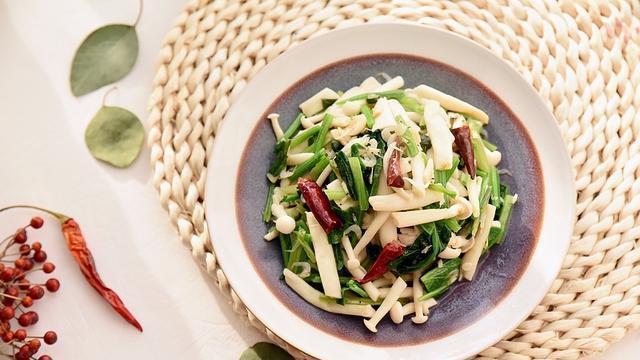 海鲜菇有草腥味?试试这样炒,味道鲜香,虽不放肉,却更受欢迎