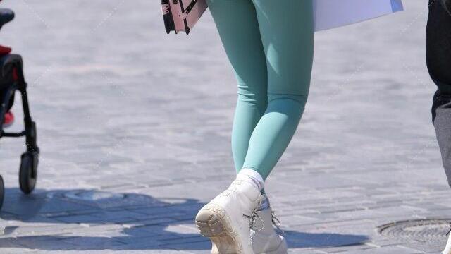 打底裤的装扮时尚简约为女人增添色彩,尽显美好曲线