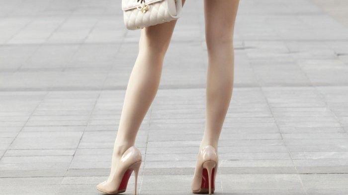 姐姐的穿搭太有型,西装外套搭配短裙,散发独特的魅力