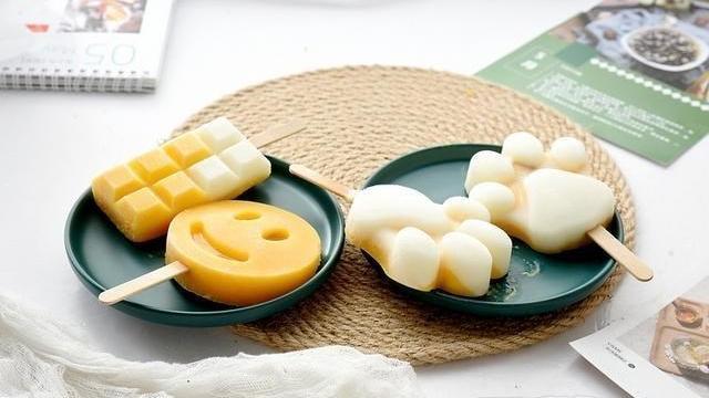 天热,雪糕就在家自己做吧!就用水果加酸奶,酸甜解暑,低糖低脂
