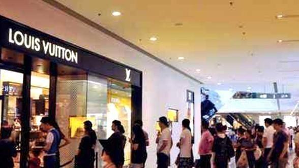 """在美国倒闭的品牌,到中国被捧成""""奢侈品"""",国人的钱太好赚?"""