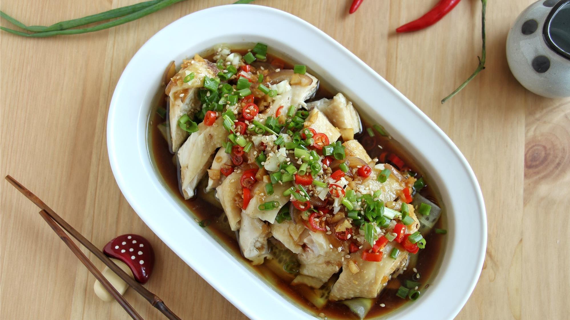 天热还是凉菜方便,煮熟切好就上桌,麻辣鲜嫩又爽口,吃起来舒心