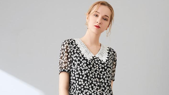 中年女士夏日怎么选T恤,更适合自己?2个穿搭法则,洋气又减龄!