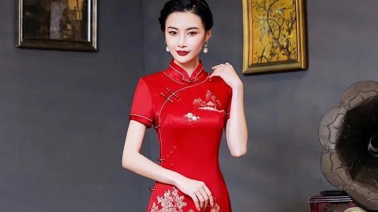旗袍有三美:婉约美、含蓄美、曲线美,玲珑曼妙,美的是令人惊艳
