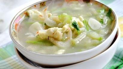 入伏天热来碗汤吧,莲子绿豆大枣桃仁,清热消暑,营养开胃。