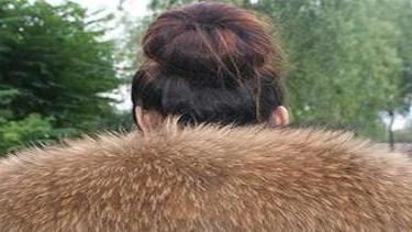 羽绒服上的貉子毛领怎么洗?简单五步即可搞定