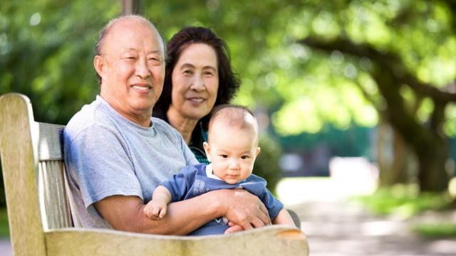 矛盾,老人老人,父母,孩子,孙子,思想