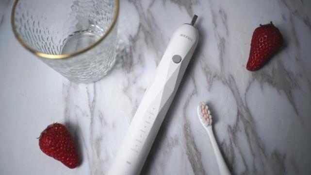 电动牙刷哪个牌子好?小聪评测盘点电动牙刷性价比排行