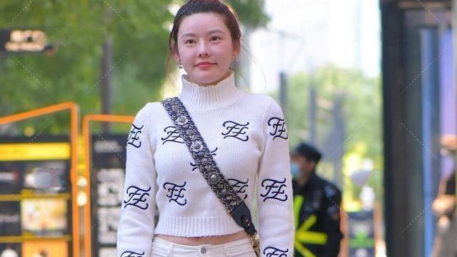 一貌倾城的打底裤美女,造型风格走在时尚前沿,优雅浪漫